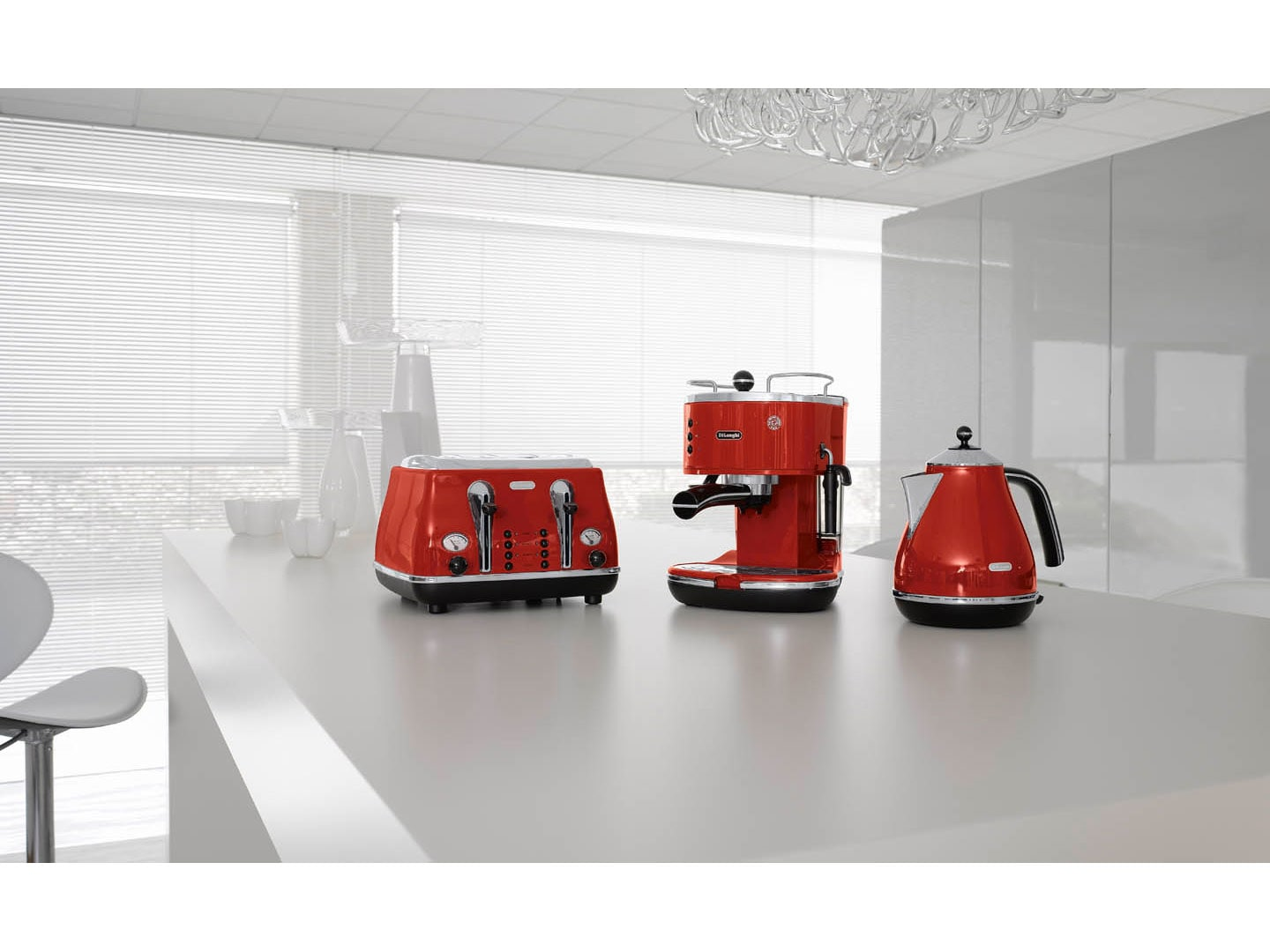 Icona Pump Espresso machine ECO310R - Red with matching toaster and kettle by delonghi New Zealand Pump Espresso - Red