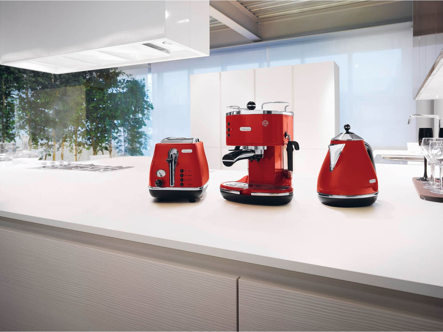 DeLonghi Icona 1.7 Litre Kettle Red KBO2001R