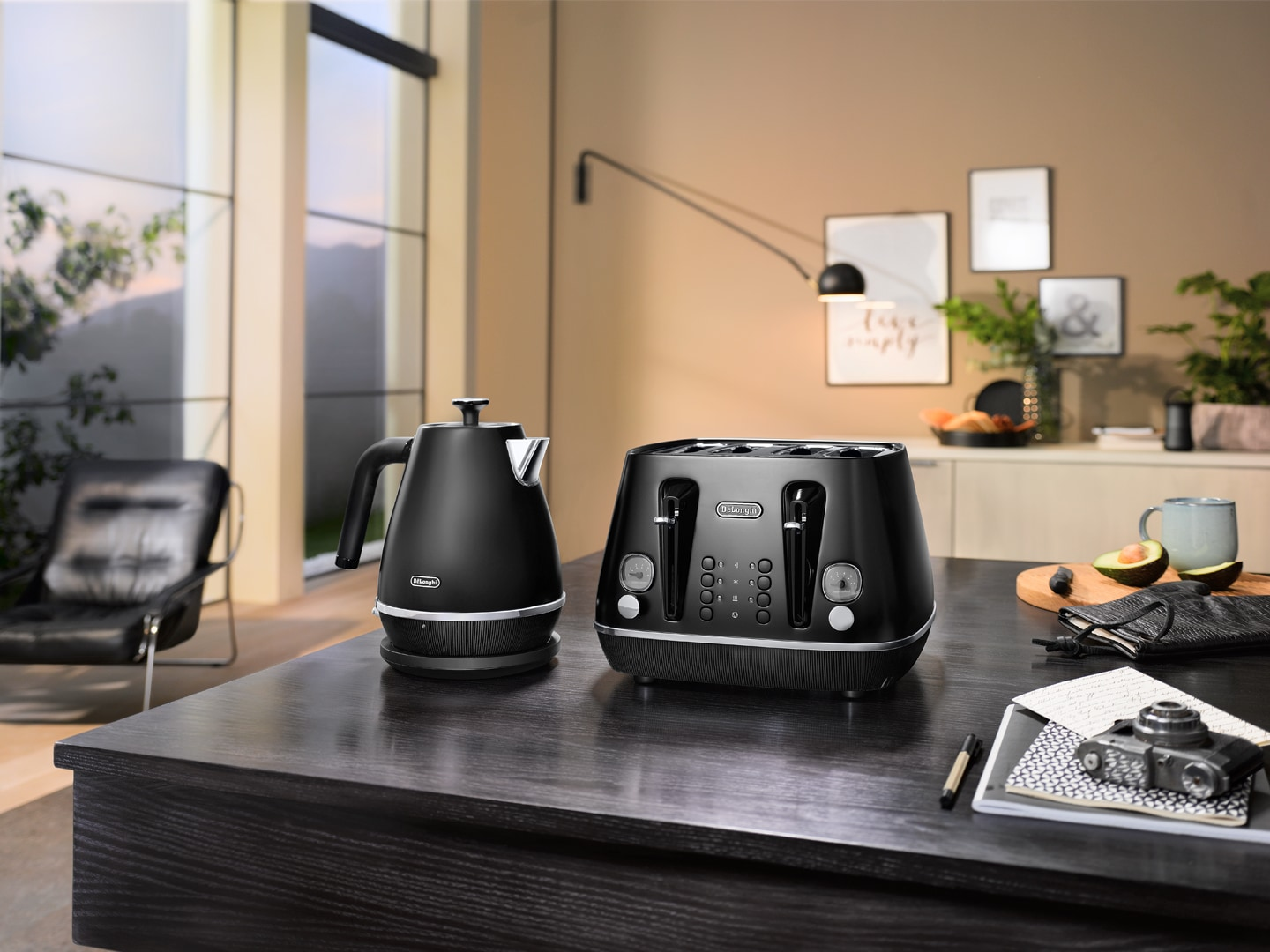 DeLonghi Distinta Moments Kettle Black KBIN2001.BK