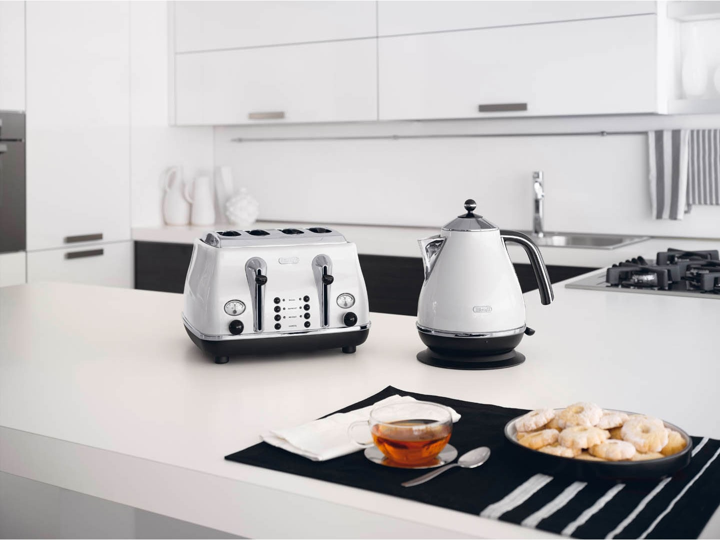 Toaster And Kettle Set Delonghi White Icona Micalite ONLY