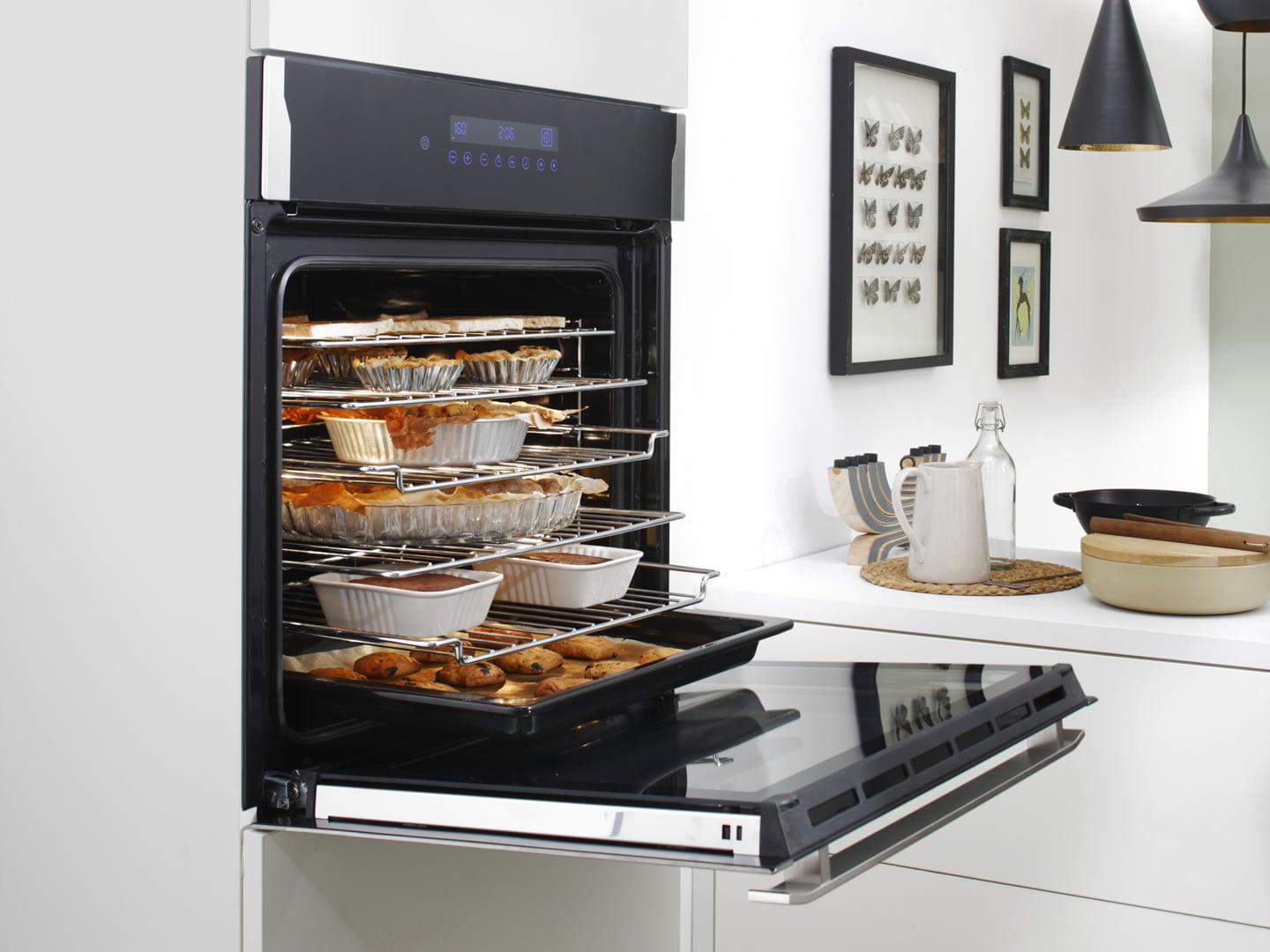 60cm 85L Built In Oven DEP7410P Lifestyle Image