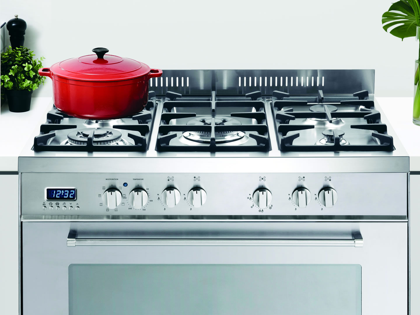 Freestanding 90cm Stainless Steel Dual Fuel Cooker - DEFP907S - Lifestyle Image