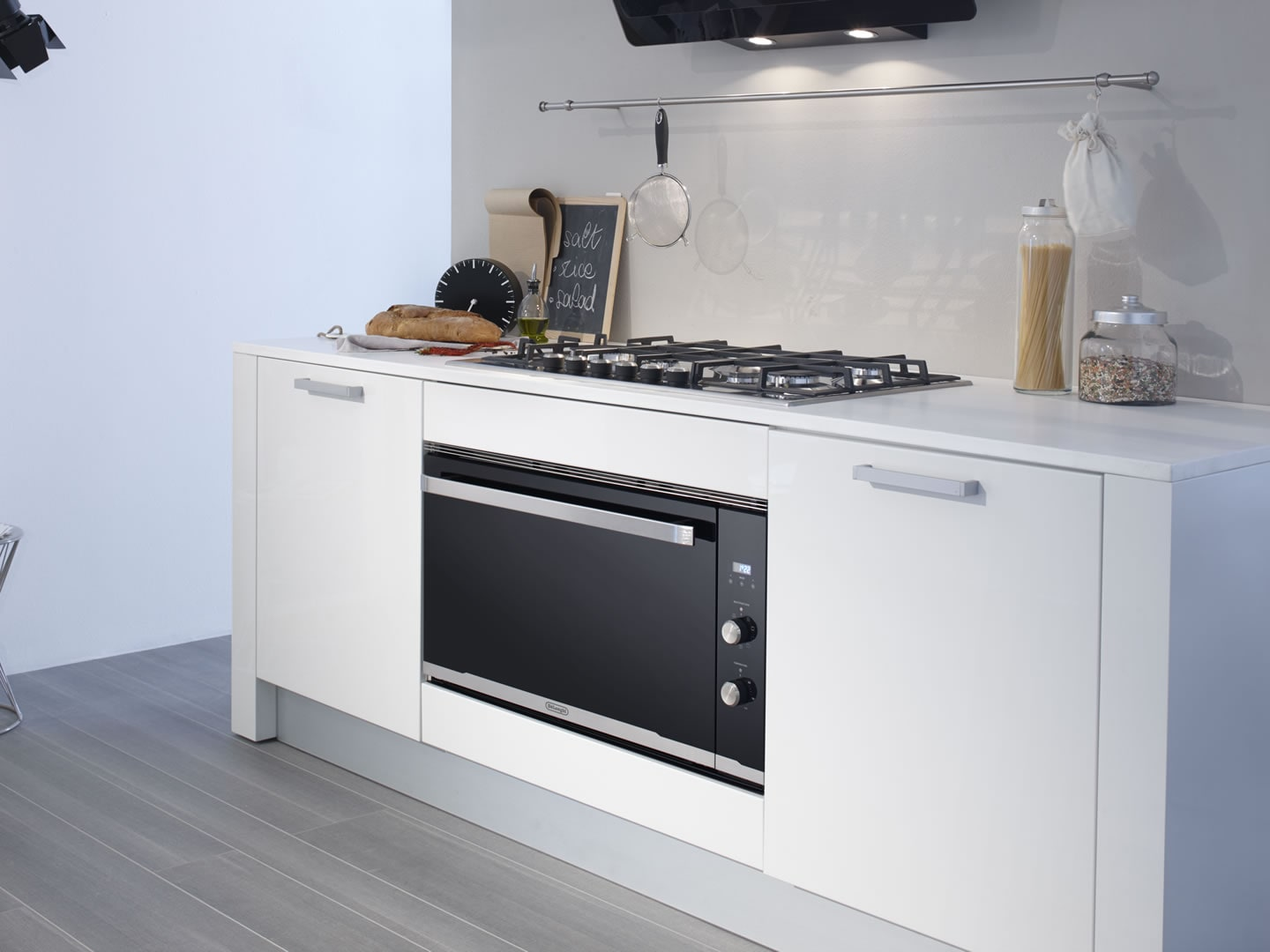 DEP909M - 90cm 9 Function Built In Premium Oven Lifestyle