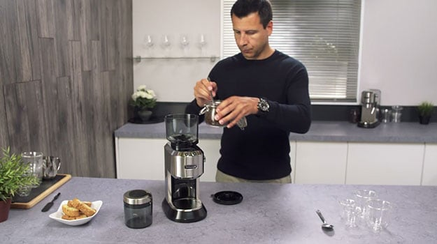 KEEP IT FRESH: GRINDING COFFEE BEANS FOR ESPRESSO