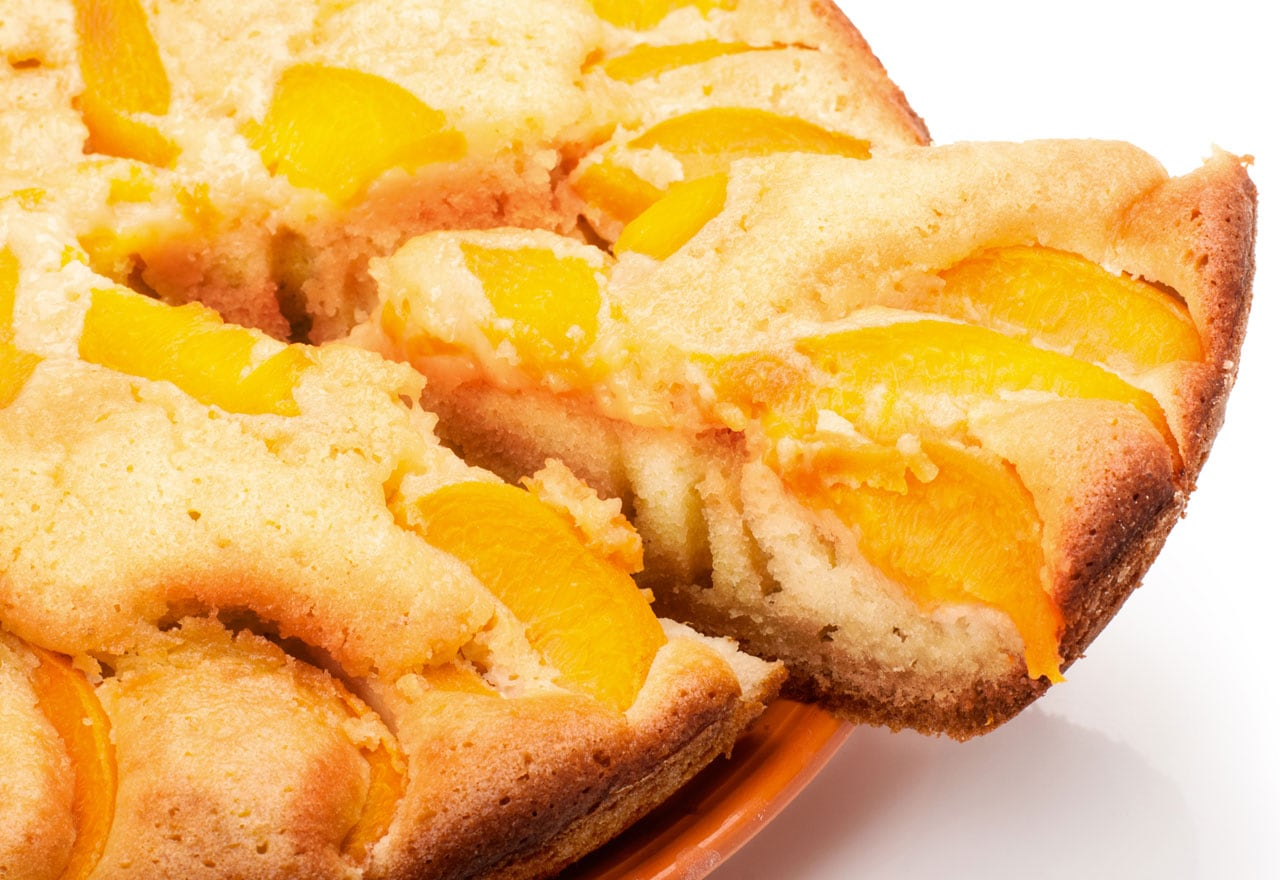 cake with canned peaches
