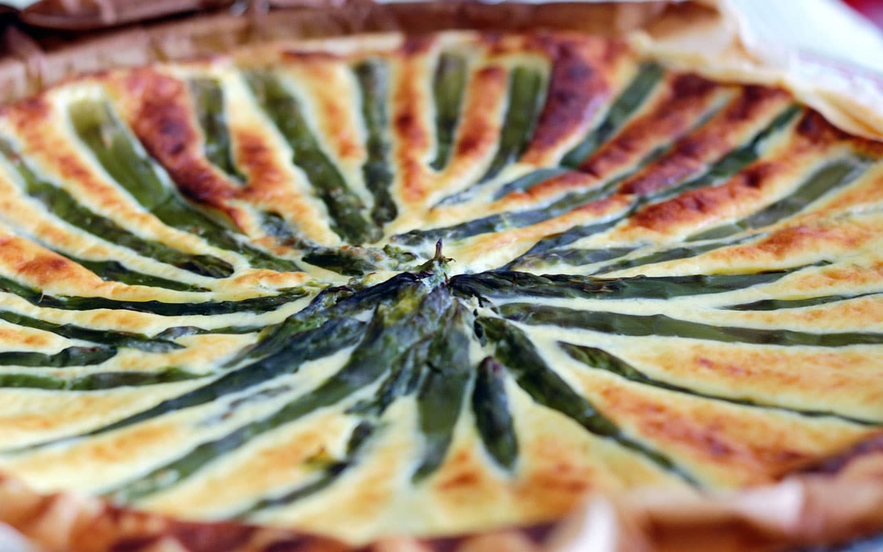 Asparagus and pecorino pie