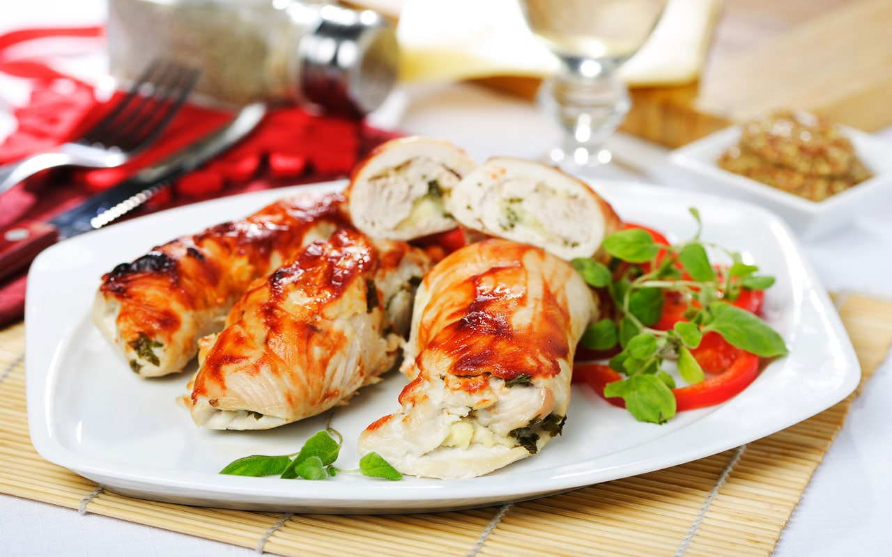Baked chicken roulades with dried apricots