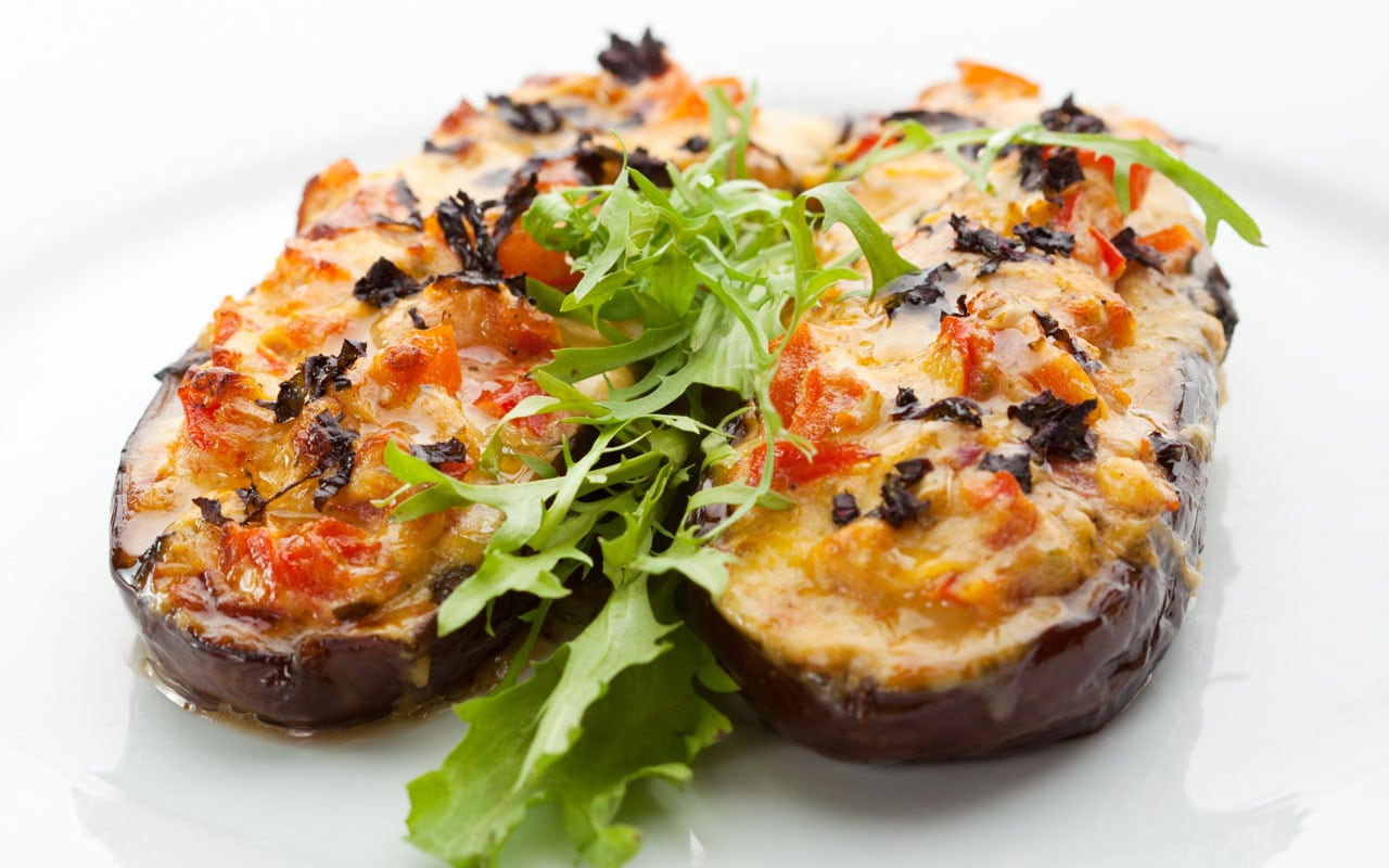 Baked aubergines with tomato and pepper