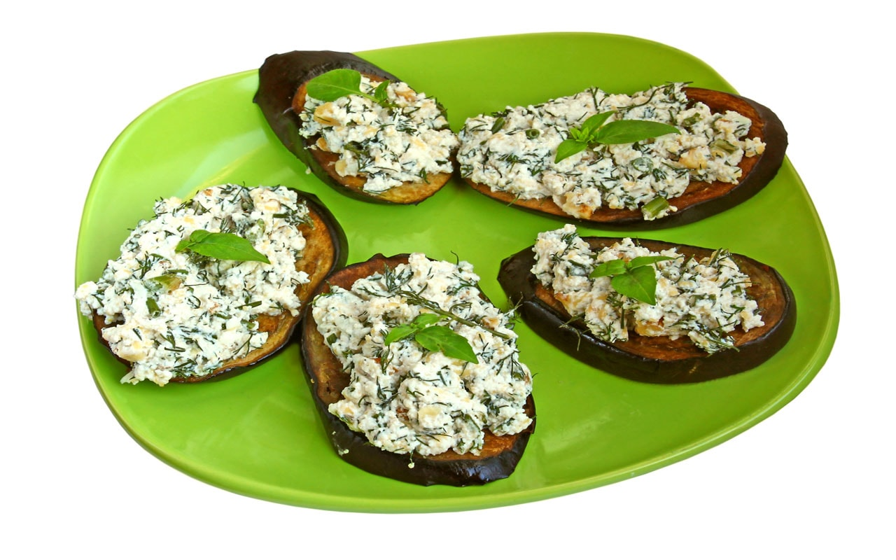 Baked aubergines with cheese and walnuts
