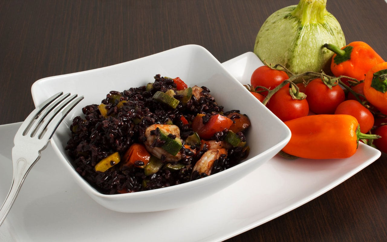 Black rice with prawns and vegetables