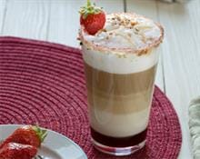 Hot Strawberry Latte Macchiato