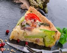 savoury pie with asparagus, cheese and speck