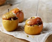 Baked apples with ricotta and nuts.