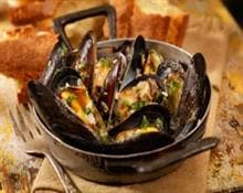Steamed mussels with garlic and pepper