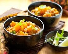 Curry vegetariano con calabaza y garbanzos